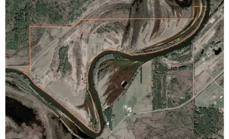 200 acres on the Fox River in Green Lake County