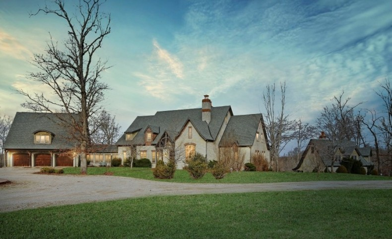 Luxury Home on 235 Acres For Sale in Thayer, Missouri