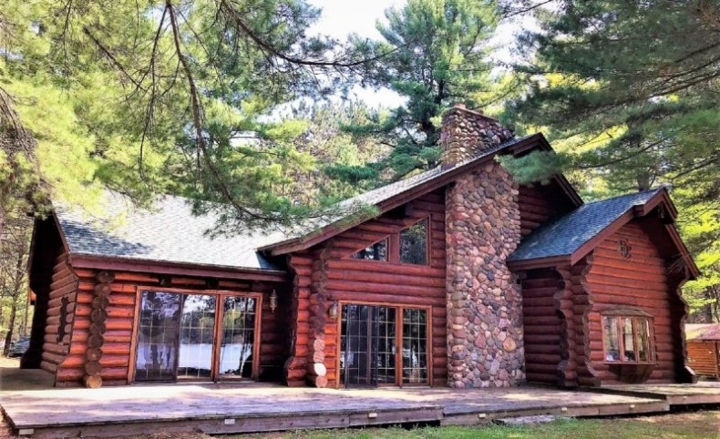 Lakefront Log Home For Sale on Prairie Lake in Cameron, WI