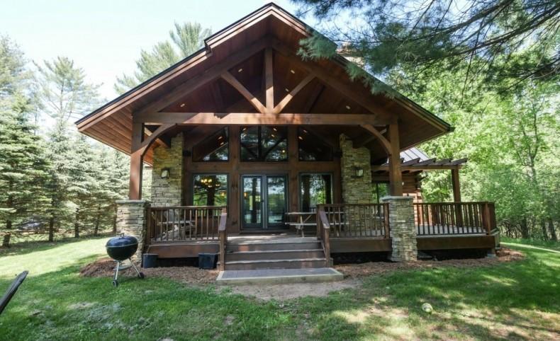 Prestigious Lakefront Log Home on Limekiln Lake For Sale in Waupaca, WI