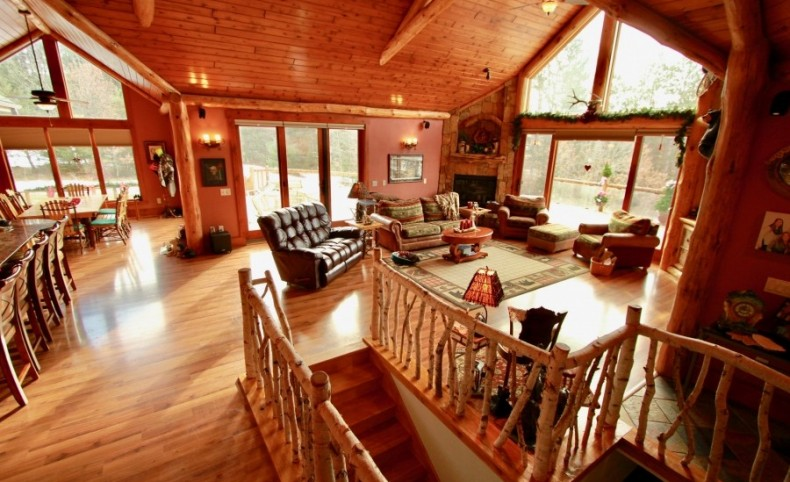 Extravagant Log Home with Prime Hunting Land Minutes from Wisconsin Dells
