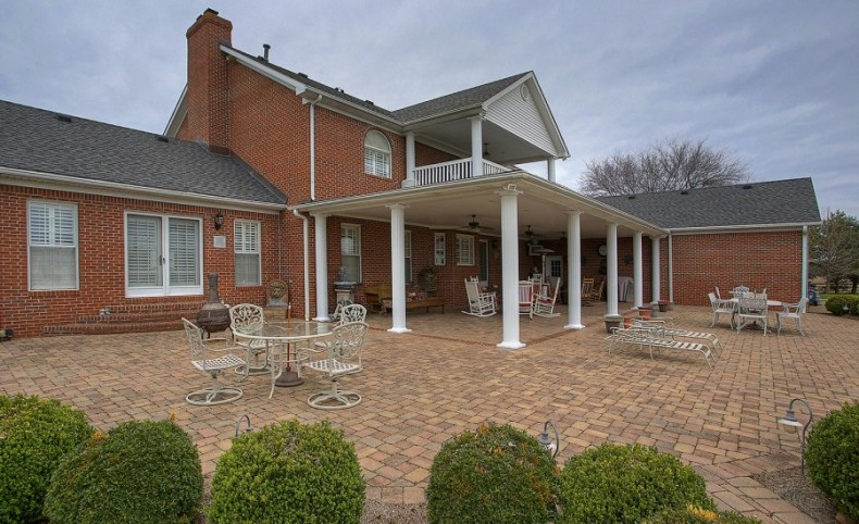 6 Bedroom , 4.5 bath updated colonial home with full basement-