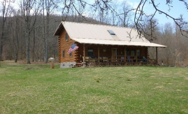 Log Cabin on 39.53 acres McKean County