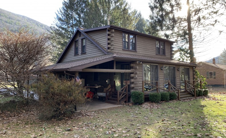 Waterfront Property in Pine Creek Valley